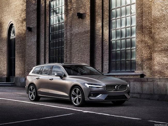Nya Volvo V60 kan nu levereras hem för provkörning.