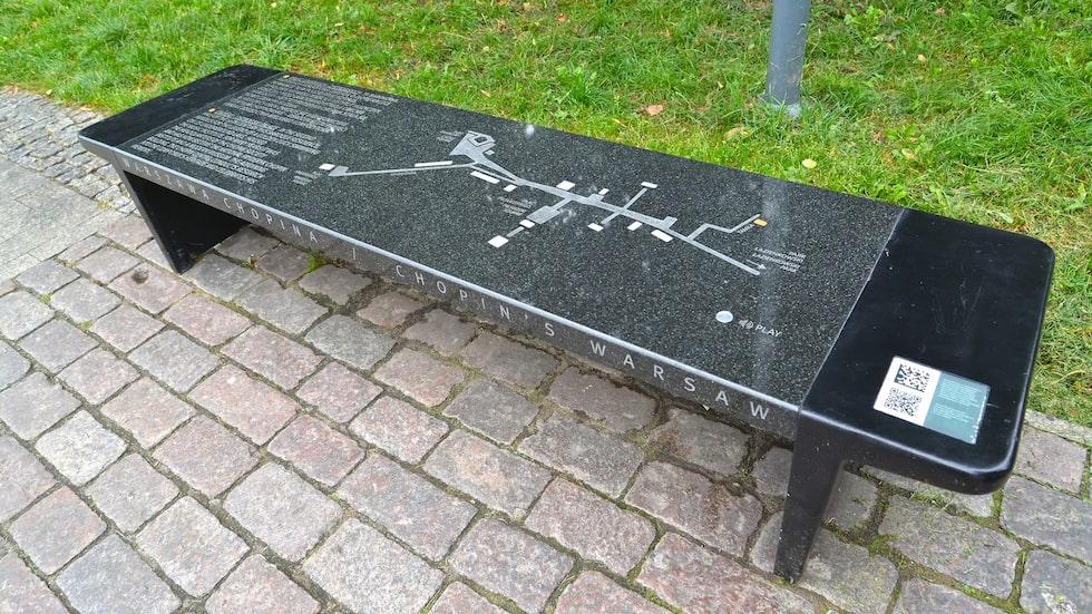 Parkbänkarna på Krakowskie Przedmiescie spelar melodislingor ur Chopins verk.