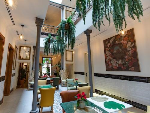 Rummen är eleganta på Hotel Agáldar och foajén luftig med ett klassiskt kanariskt atrium i mitten