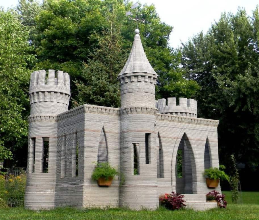 Andrej Rudenko började för två år sedan snickra på en liten 3D-skrivare. Den har hjälpt honom att skapa det här slottet.