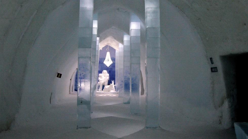 Ishotellet i Jukkasjärvi bjuder på utsmyckade rum.