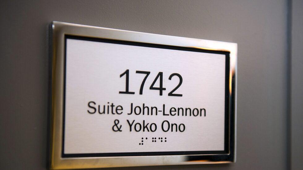"""Rummet där John Lennon och Yoko Ono höll sin klassiska """"bed-in"""" för världsfreden 1969 är rockhistoriens kanske mest berömda hotellrum."""