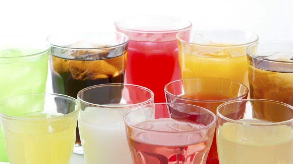 <p>Söta drycker som läsk och juice innehåller väldigt mycket socker.</p>