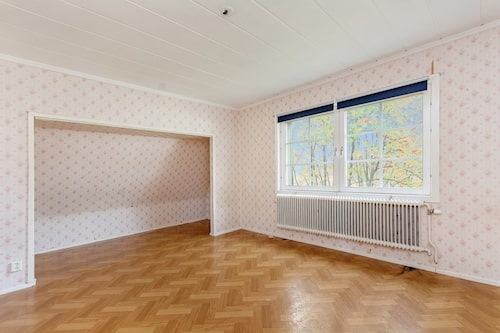 Sovalkov i ett av rummen.