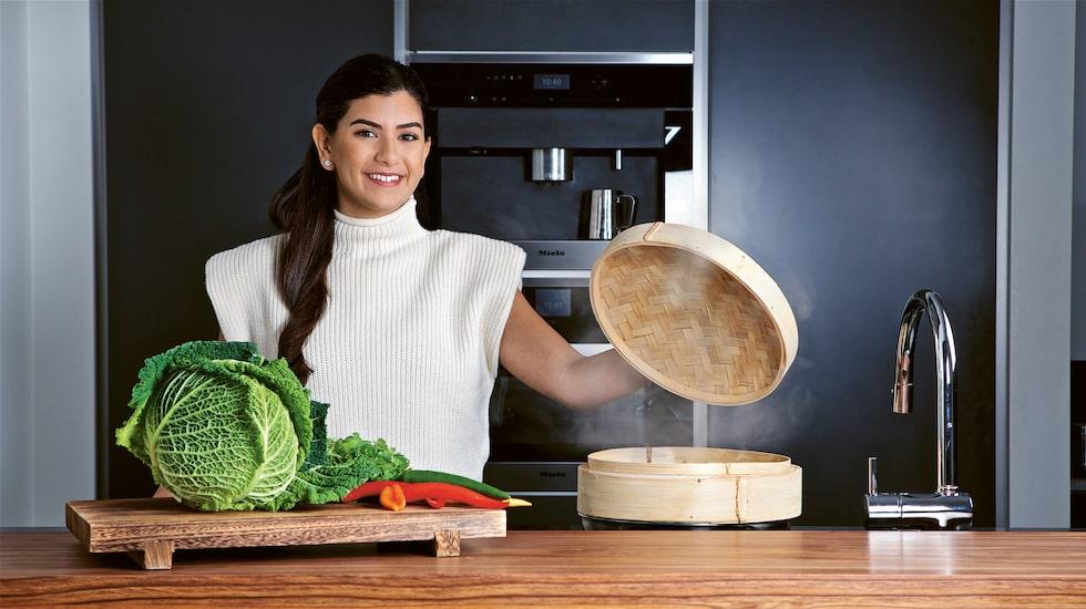 """Chrstin Kashou vann """"Sveriges mästerkock"""" 2021. För henne har det asiatiska köket något extra. I hennes eget lilla kök är det ordning och reda."""