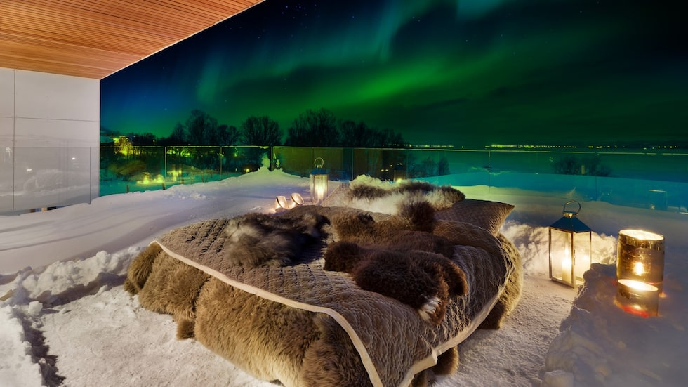 Tänk att somna under den här sänghimlen som är inget mindre än norrskenet.