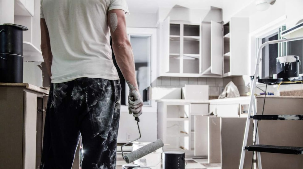 Avsaknad av skyddsutrustning är en av de vanligaste orsakerna till olyckor vid hemmafixandet. Framför allt gäller det männen.
