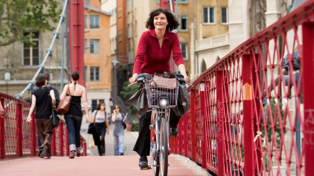 Lyon satsar på att bli Frankrikes cykelstad med särskilda cykelbanor, bilfria kvarter och uthyrare.