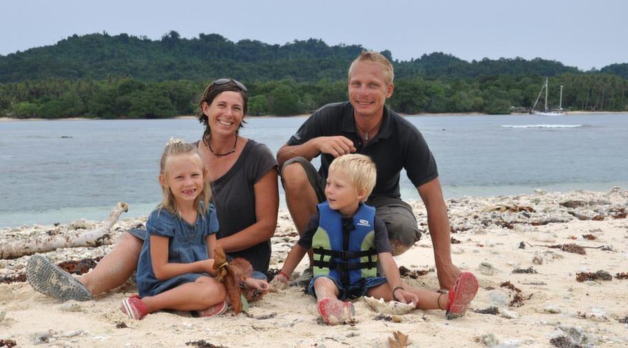 Äntligen framme. Efter två års segling kom familjen Hammarberg från Malmö fram till ön Tabar i Papua Nya Guinea - ön där den svenska sjömannen Carl E Pettersson tros ha inspirerat Astrid Lindgren till berättelsen om Pippi Långstrumps pappa.