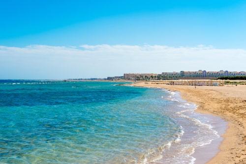 Strandpromenad längs Röda havet i Sahl Hasheesh.
