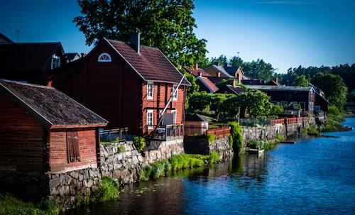 I Arboga hölls Sveriges första riksdag 1435. Åkröken bortom Kapellbron har gett staden sitt namn, Arbughi eller åbåge som det betyder.