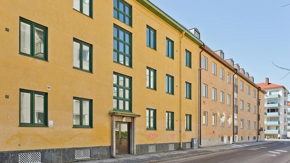 Husets ursprung är från 1882 men 1936 byggdes det om och till. Ligger mitt i city.