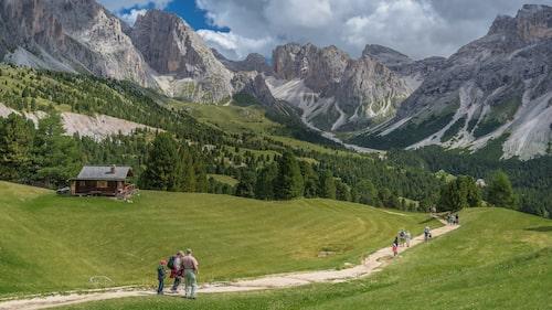 Från Col Raiser syns bergskedjan Puez-Odle.