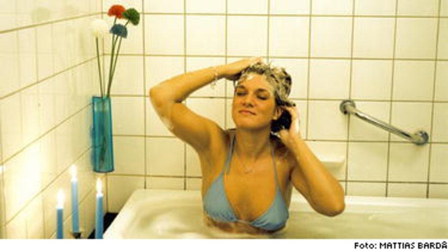 BADRUMSLYX! Tänd några stearinljus och unna dig själv ett bad med väldoftande oljor, mumma för både kropp och själ.