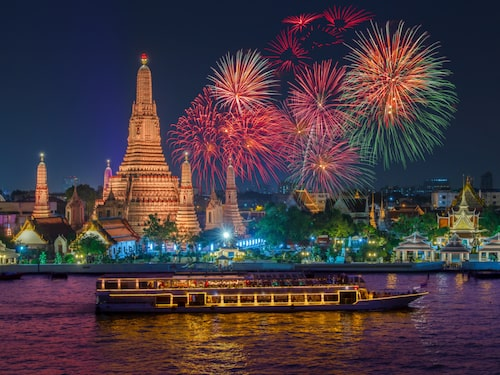 Bangkok är en riktig partystad under nyår – räkna med dyra firanden eller trängsel.
