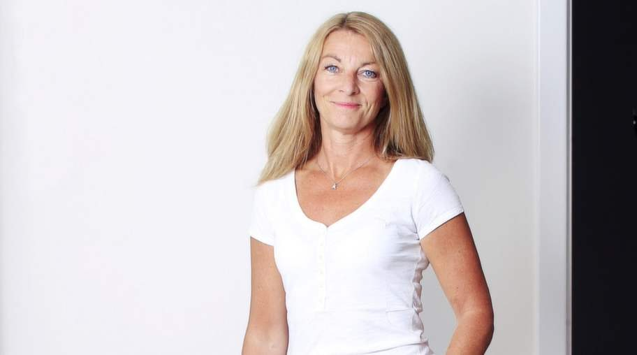 """<strong>Anne Liljeroth</strong><p><strong>Riskfaktorer:  </strong>Dricker alkohol cirka fyra gånger i veckan. Drabbades av  utmattningssyndrom för tio år sen. Högt blodtryck i släkten.<strong><br></strong></p><p><strong>Ålder:</strong> 50.</p><p><strong>Bor:</strong> Villa i Stockholm.</p><p><strong>Familj:</strong> Man och två barn.</p><p><strong>Yrke:</strong> Författare, bloggare och krönikör. Gav ut boken """"Bara människor"""" (Hoi förlag) 2013. Utbildad yogalärare.</p><p><strong>BMI:</strong> Längd 176 centimeter och vikt 64 kilo, vilket ger BMI 20,7.</p>"""