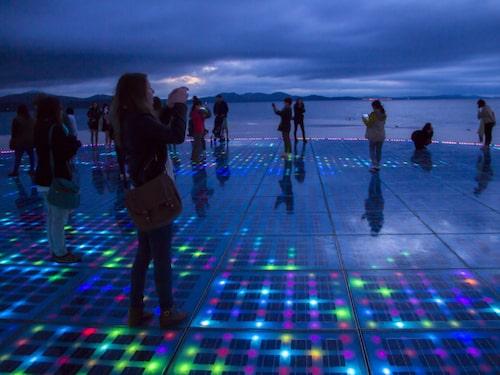 Havsorgeln och solhälsningen är konstinstallationer i Zadar.