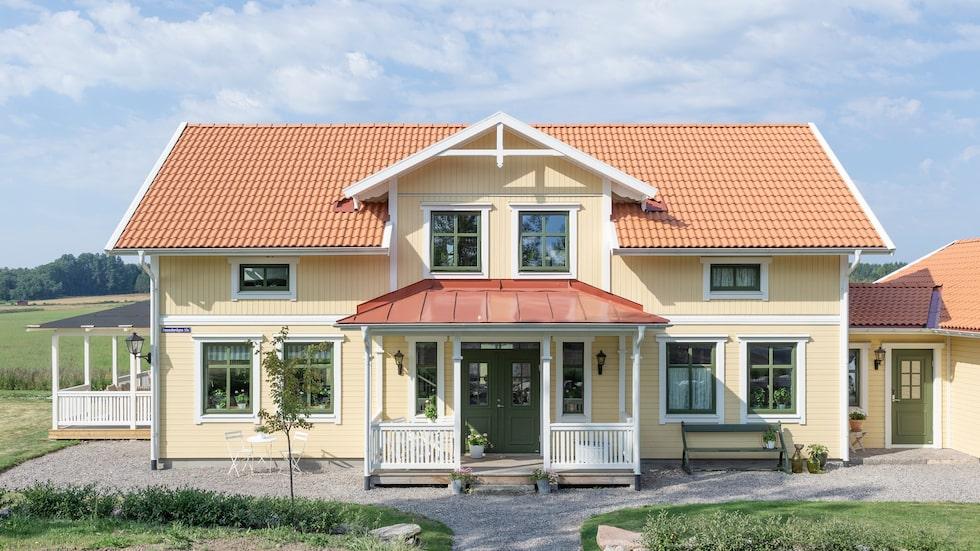 När Anna och Marcus byggde sitt hus utanför Örebro var det viktigt att det skulle få samma charm och känsla som ett gammalt hus.