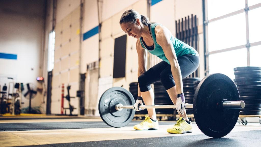 Att regelbundet lyfta vikter kan göra underverk för dina stressnivåer.