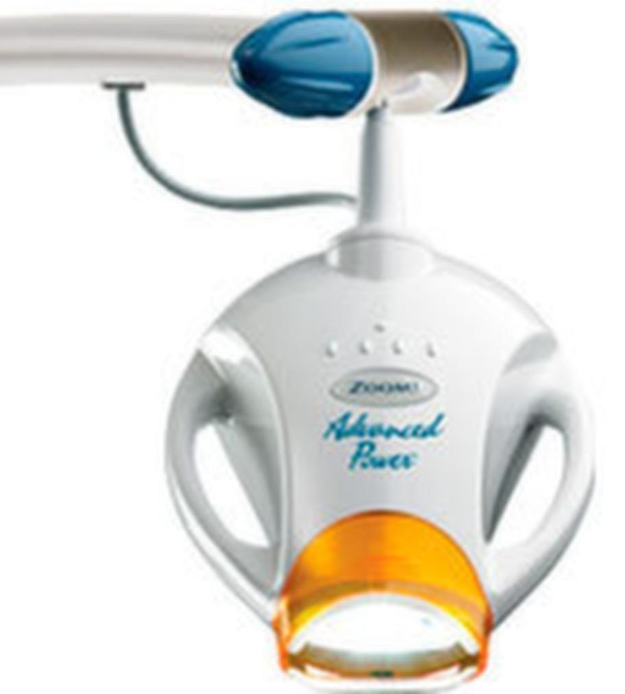 Zoom-metodenEn UV-lampa används i kombination med blekningsgel för att snabba på blekningen. Behandlingen tar cirka 1,5 timme.Från cirka 3 000 kronor.Expertkommentar: Använder ofta en starkare koncentration väteperoxid och risken för ilningar kan öka.