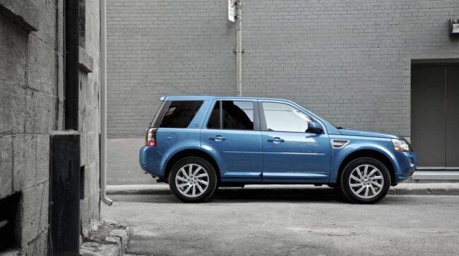 Land Rover Freelander SD4 automat SE<br>Pris: 391 000 kronor.<br>Släpvagnsvikt: 2000 kg.<br>Kommentar: Bra fyrhjulsdrift, kort överhäng samt god sikt runt om bilen är klara fördelar för Freelander.