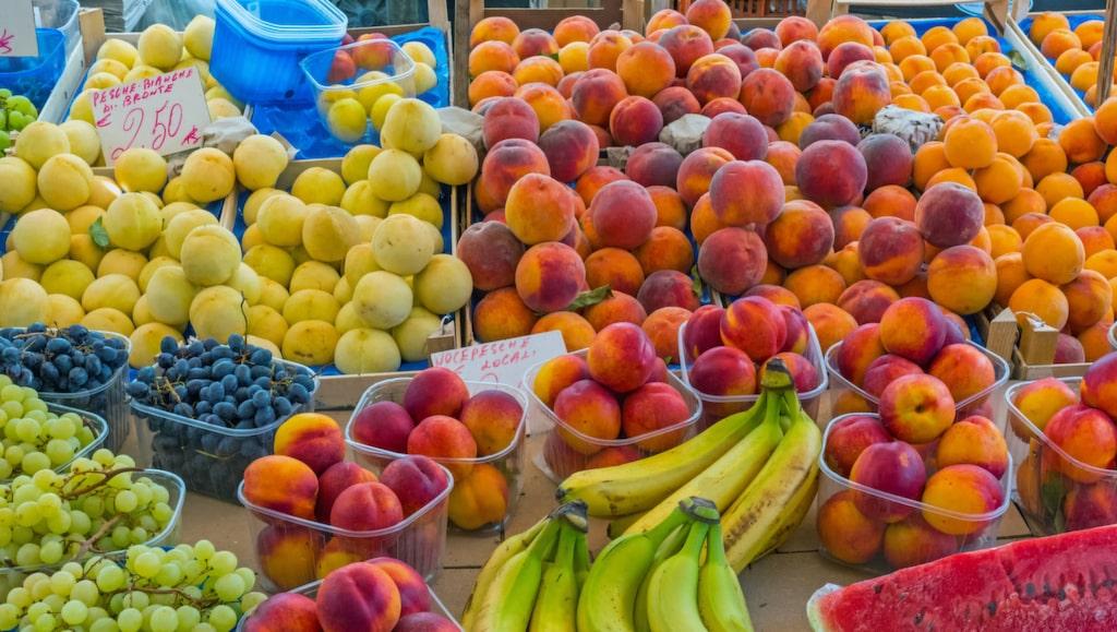 <p>Färska nektariner är gott. Att köpa med sig tio kilo hem från Grekland och tro att de ska hålla i resväskan är mindre bra.<br></p>