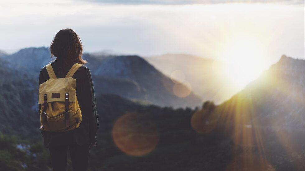 Det är bättre för hälsan att resa än att köpa prylar, visar en ny studie.