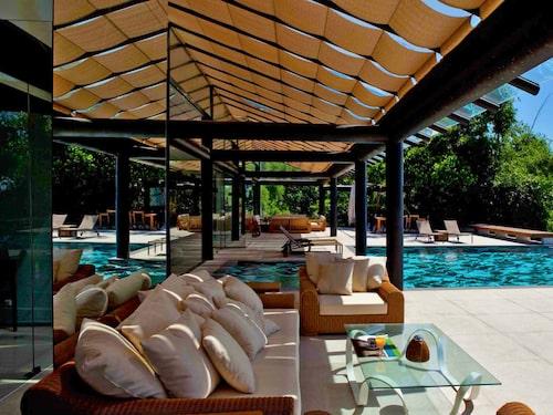 Villan är på 1000 kvadratmeter, modernt och minimalistiskt inredd med alla nödvändigheter