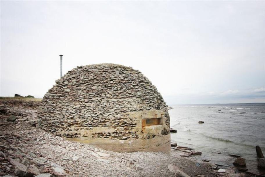 Havsnära. Litet, men med havsutsikt. Den som vill ha ett strandnäste på Öland kan nu köpa den perfekta badstugan.