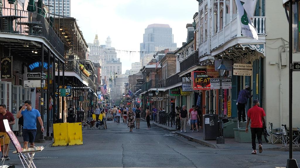 Vad som händer på Bourbon Street stannar på Bourbon Street. Välkänt ordspråk i New Orleans om den ökända partygatan.
