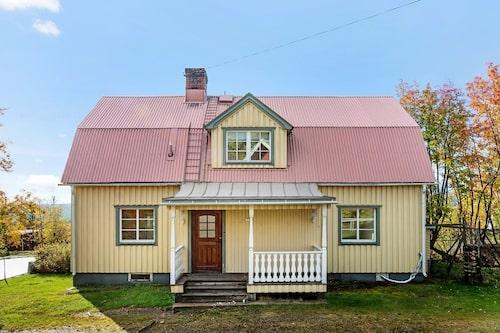 Det gula huset har fyra rum.