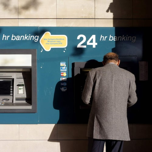 Bankomaterna fungerar som hemma.