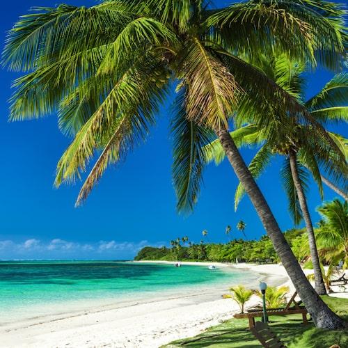 Vita sandstränder finns överallt på Fiji.
