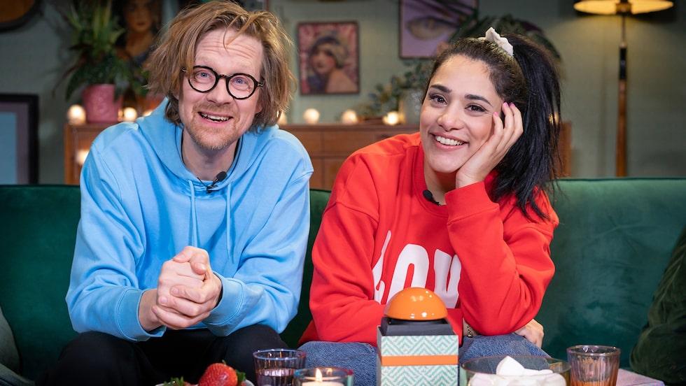 """Farah Abadi leder """"Fredagsmyset"""" i SVT tillsammans med Anders """" Ankan"""" Johansson. Hon programleder också """"Karlavagnen"""" i P4 på tisdagar."""