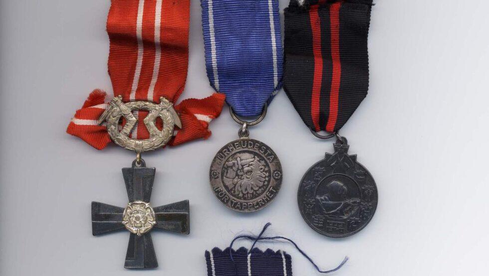 Pertti hittade fyra finska medaljer i sin brors källare.