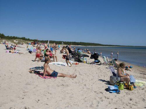 Den två mil långa sandstranden gör Böda till Sveriges längsta.