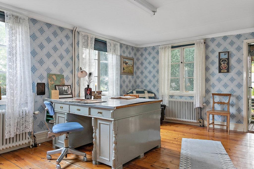 Skrivbordet från tiden då huset fungerade som postkontor står kvar än i dag.