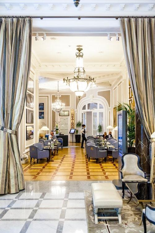 På Hotel Maria Cristina bor filmstjärnorna under stadens filmfestival.