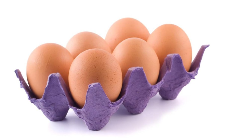 Förutom att ha ägg i äggkartonger går det att göra hur mycket som helst. Det är en bra förvaringslåda, till exempel. Piffa upp kartongen genom att måla den i någon rolig färg.