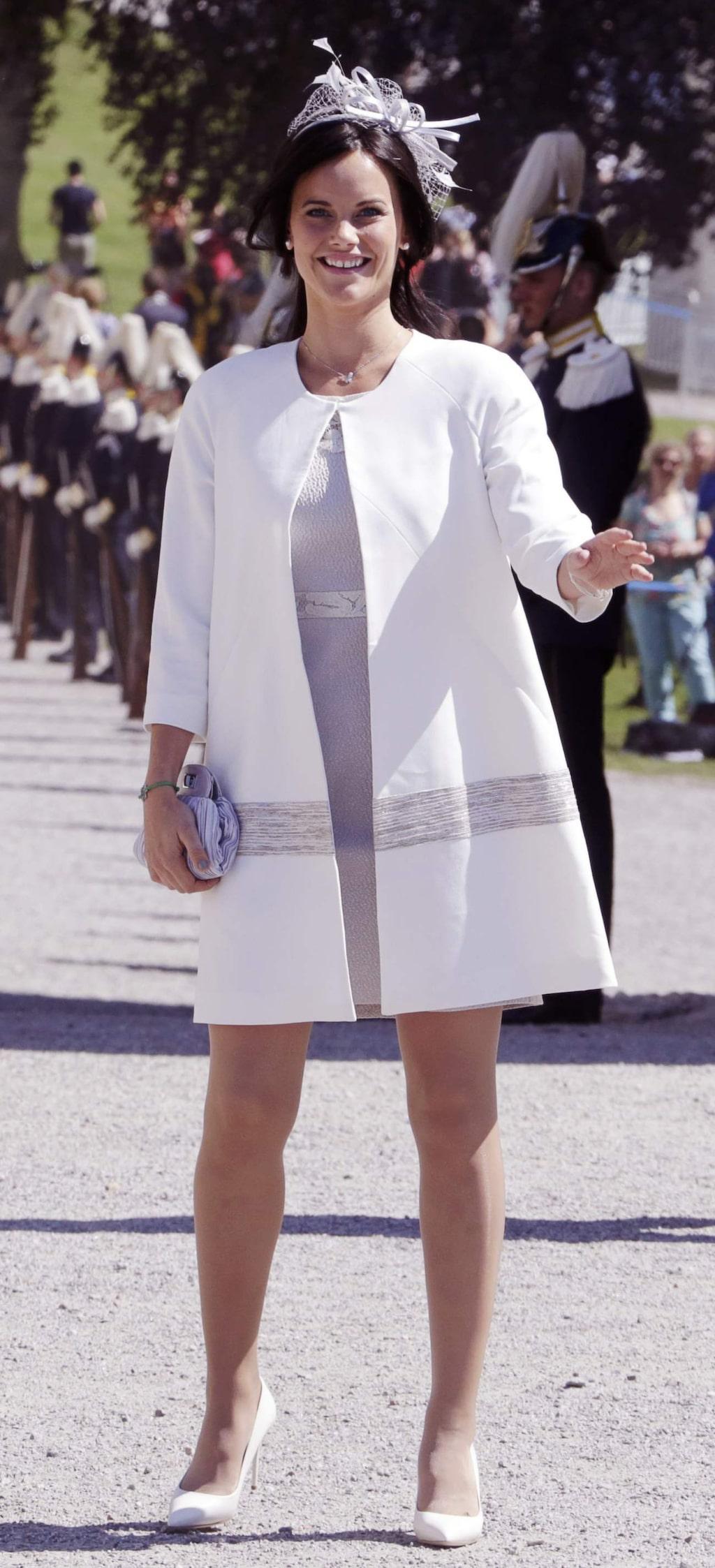 """<a _mce_href=""""http://www.expressen.se/mode/prinsessan-sofia/"""" href=""""http://www.expressen.se/mode/prinsessan-sofia/"""">Prinsessan Sofia</a> dopfin i vitt och grått på prinsessan Leonores dop."""