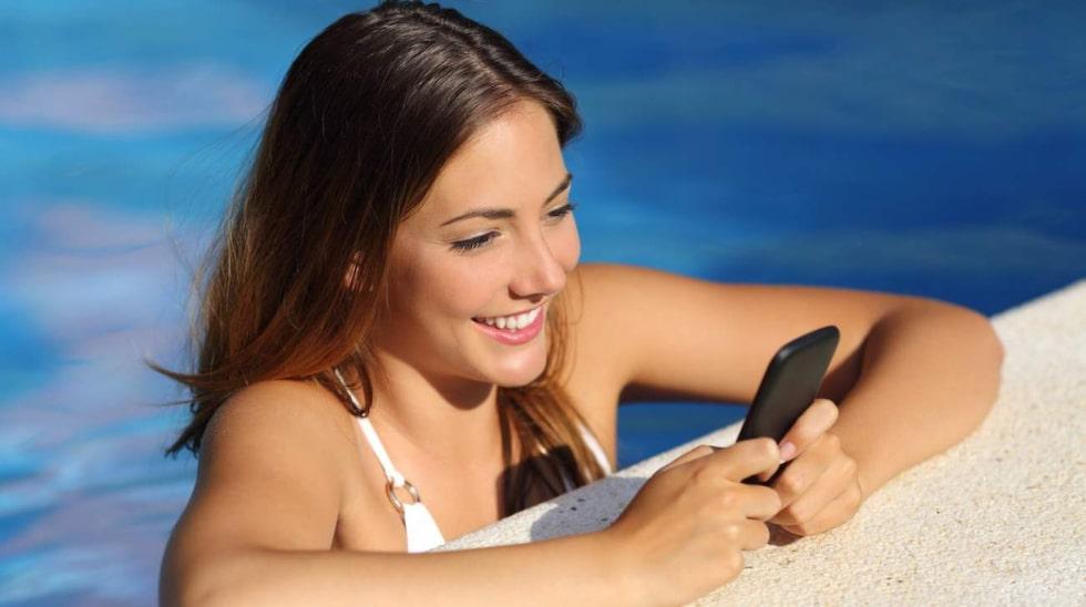Ta med mobilen till vattnet är kanske inte heller en god idé. Våga lämna mobilen hemma! (Eller ta den åtminstone inte i närheten av vattnet.)