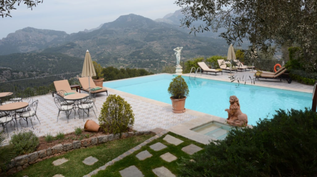 Hotellet Cas Xorc har utsikt över Soller-dalen på Mallorca.