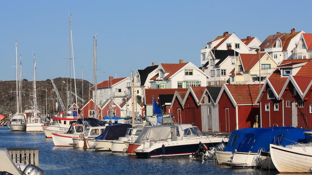 Bohuslänska Åstol är den idylliska lilla ön med vita trähus och karga klippor.