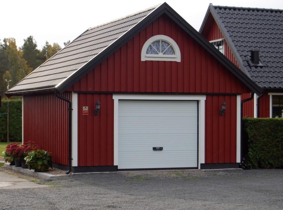 Har förråd på loftetGarage från Björkliden, modell GL 50, utvändig storlek 505 x 605 centimeter med sadeltak och förråd på loftet. I profilpanel exklusive frakt cirka 90 000 kronor.Info: bjorklidens.se