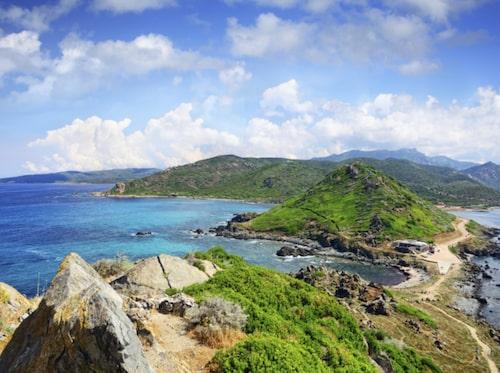 En av Europas vackraste vägar finns på Korsika.
