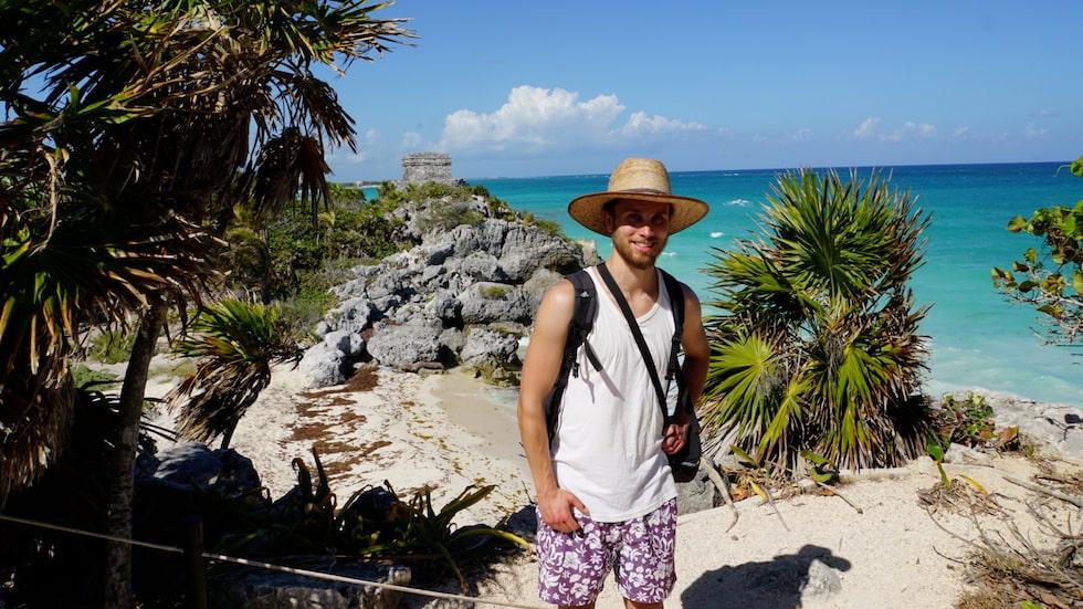 Carl, 27 reste jorden runt utan att flyga. Här syns han i Mexiko.