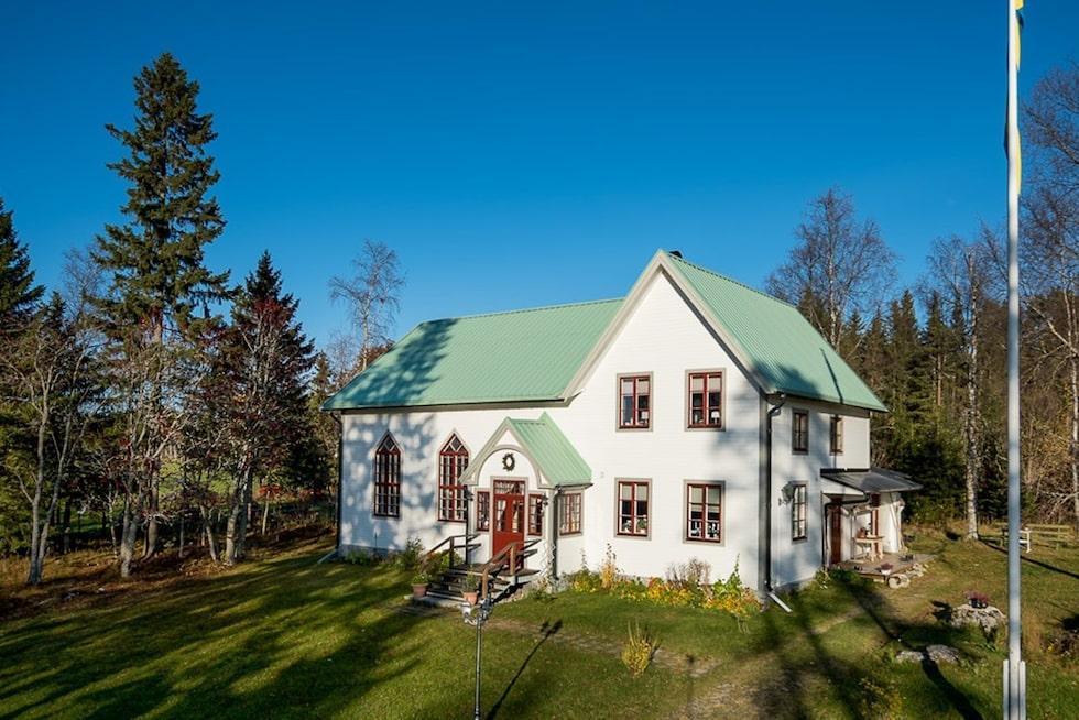 """Det gamla missionshuset från 1922 som numera kallas """"Villa Akleja"""" har renoverats och inretts till en riktig villa-dröm."""
