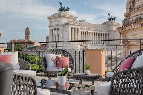 Från takterrassen på NH Collection Roma Fori Imperiali har man bland annat utsikt över Piazza Venezia.