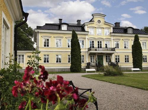 Färna herrgård byggdes 1776