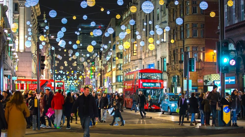 Här 24 tips till en julmysig helg i London.